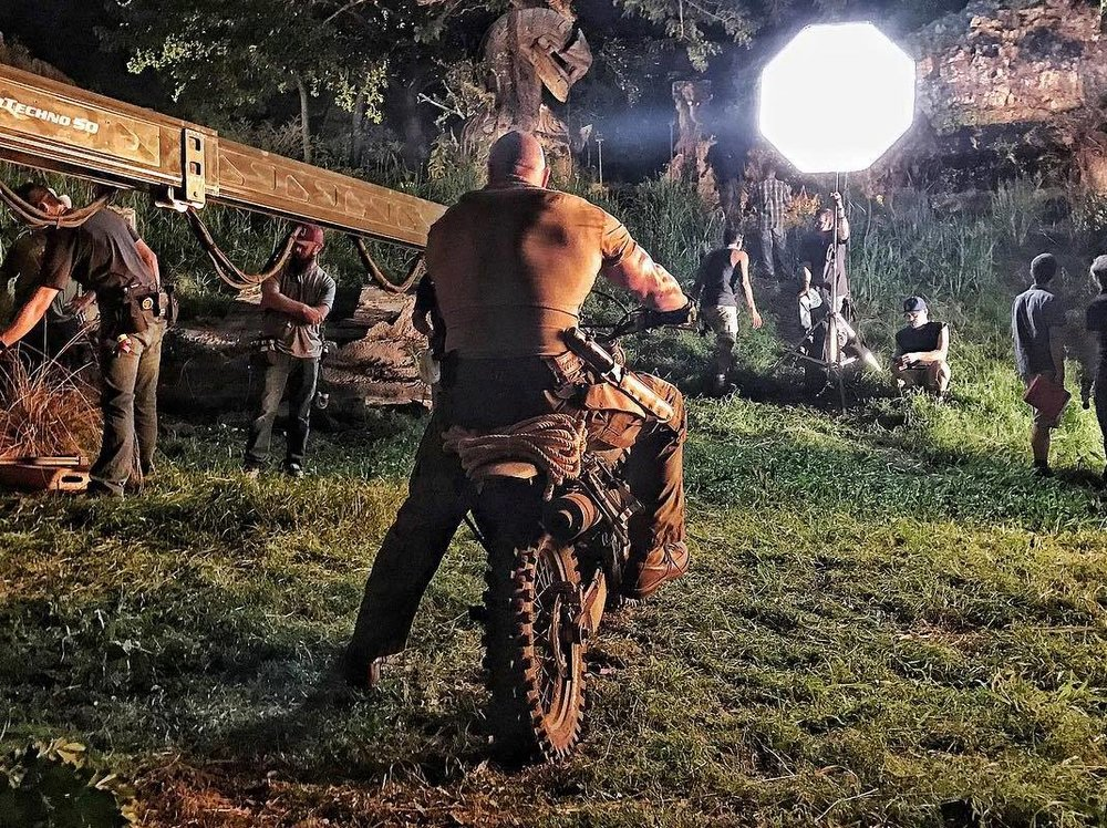 dwayne-johnson-releases-some-gritty-brawling-photos-from-jumanji7