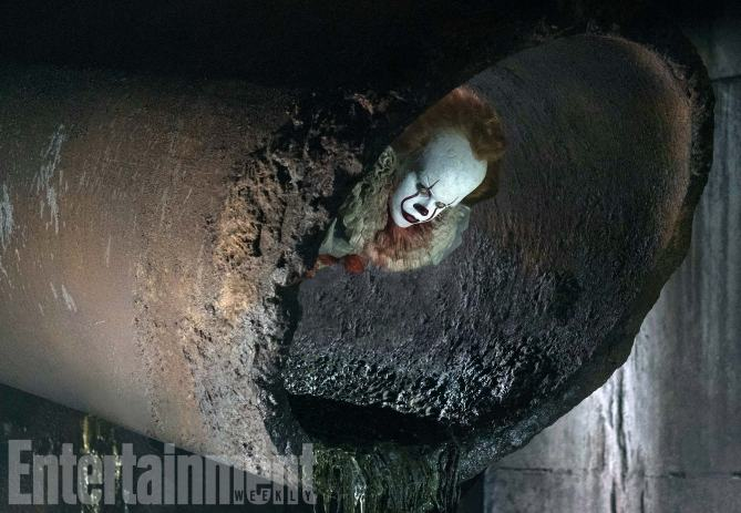 pennywise-the-clown-terrorizes-the-sewers-in-new-photo-from-stephen-kings-it