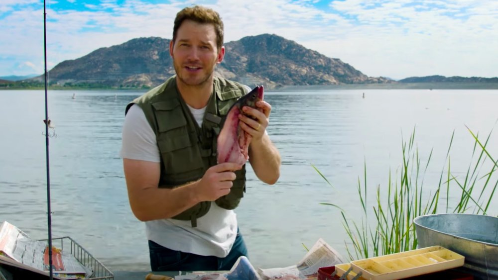 watch-chris-pratt-hilariously-clean-and-gut-a-fish-in-video1