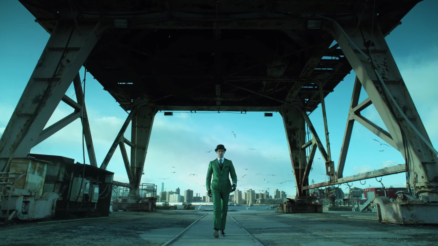 Here's Your First Look at the Riddler's Outfit in GOTHAM