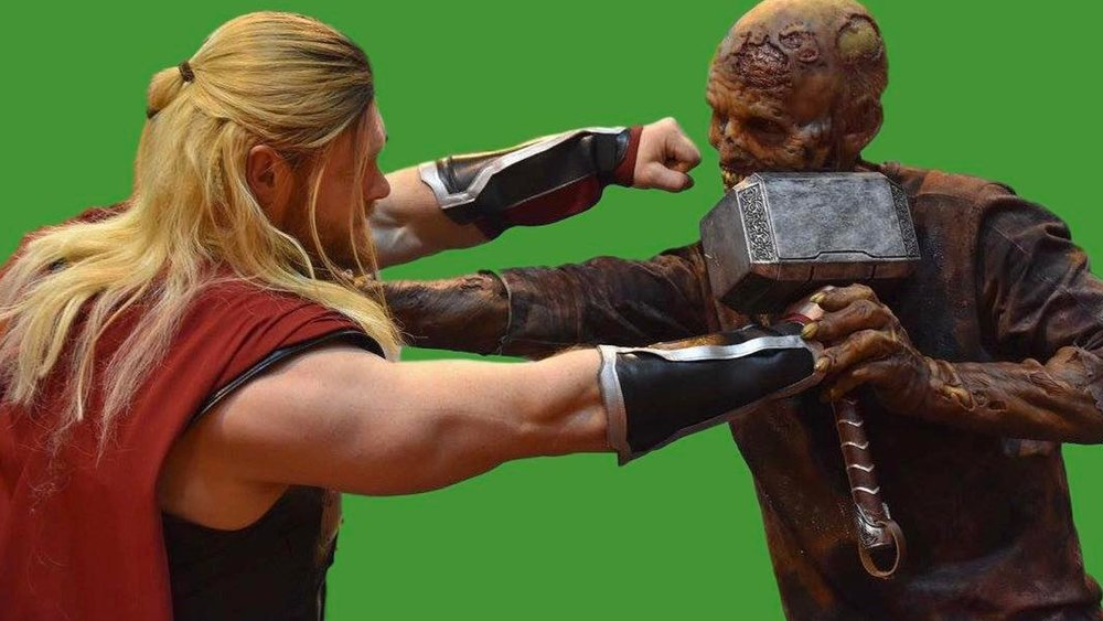 it-blows-my-mind-that-this-thor-cosplay-photo-passed-as-a-thor-ragnarok-bts-photo33