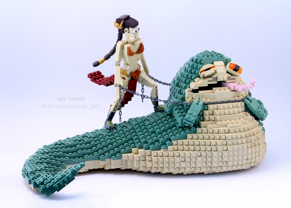 princess-leia-amusingly-chokes-out-jabba-the-hutt-in-star-wars-lego-build1