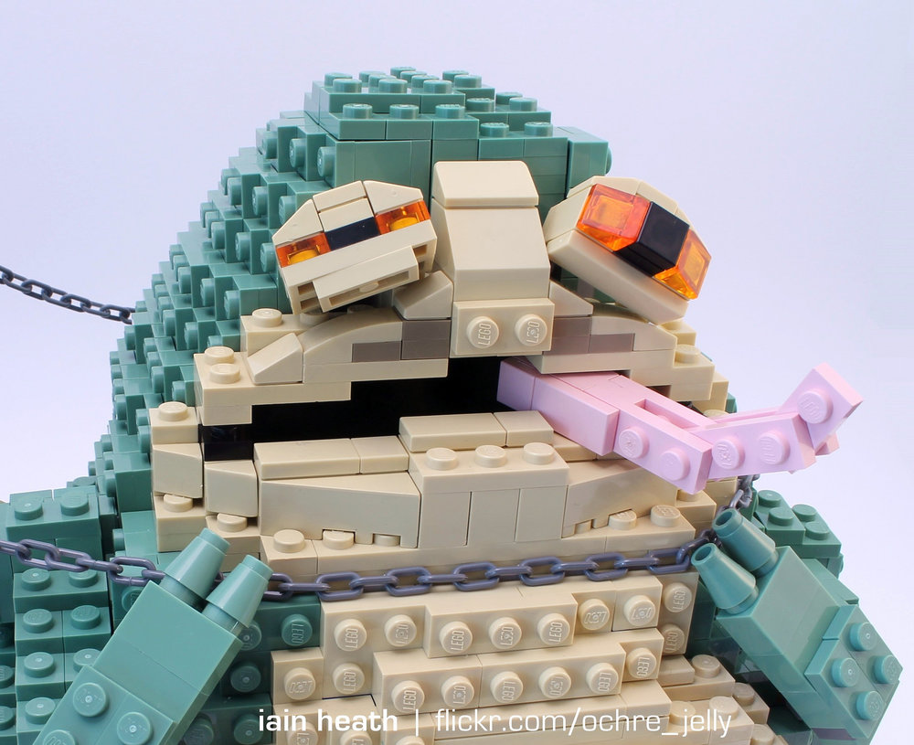 princess-leia-amusingly-chokes-out-jabba-the-hutt-in-star-wars-lego-build5