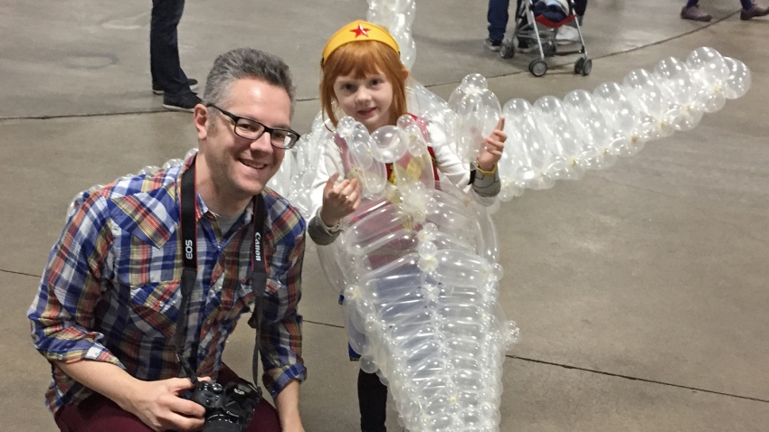 5-year-old-girl-wonder-woman-cosplay-includes-an-awesome-invisible-jet2