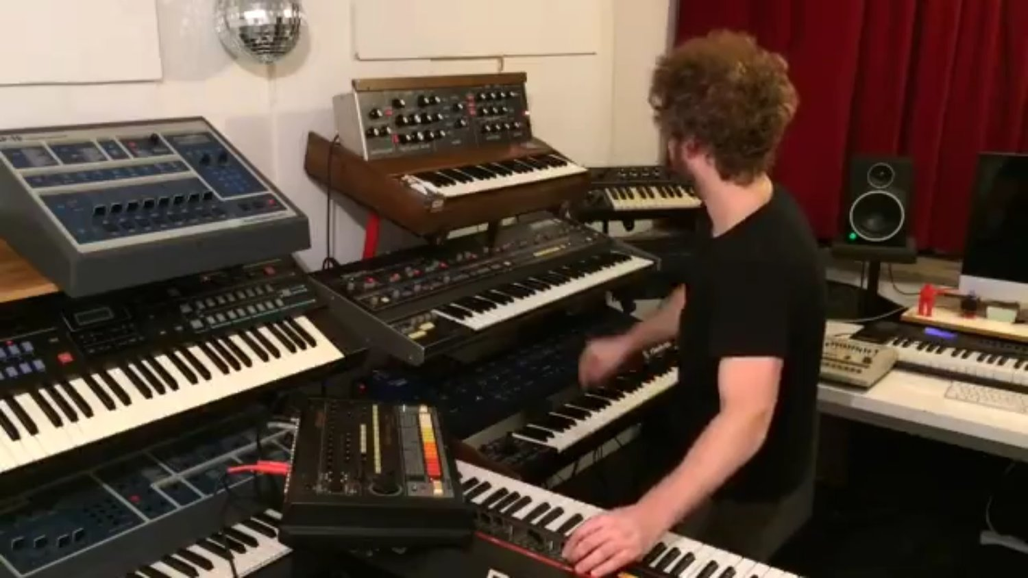 Guy Funkifies STRANGER THINGS Theme With a Lot of Keyboards