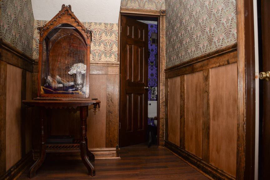 Disney Fan Gives His Basement a Wonderfully Creepy Haunted Mansion Overhaul 1