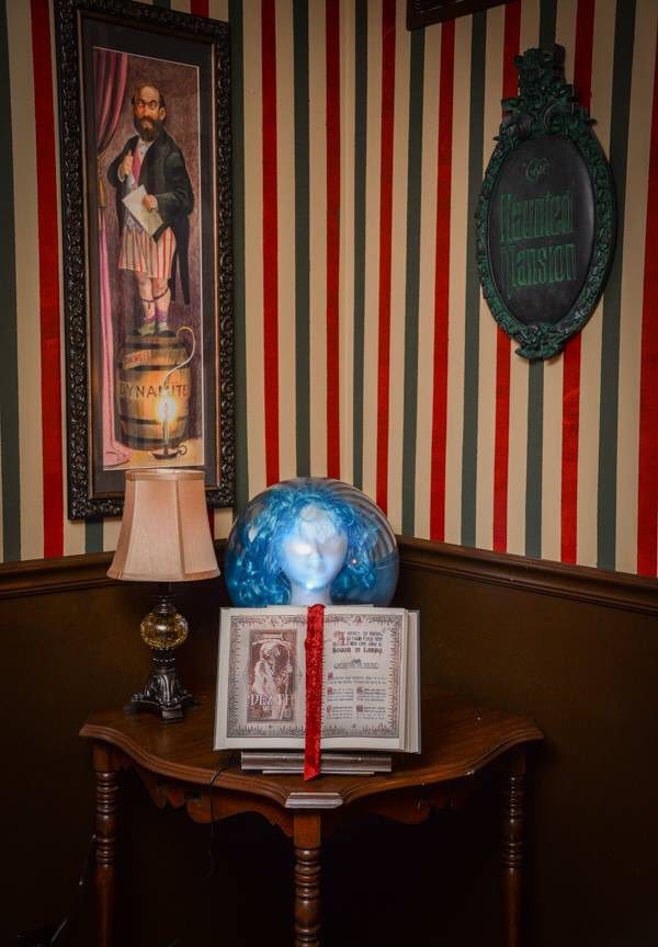 Disney Fan Gives His Basement a Wonderfully Creepy Haunted Mansion Overhaul 3