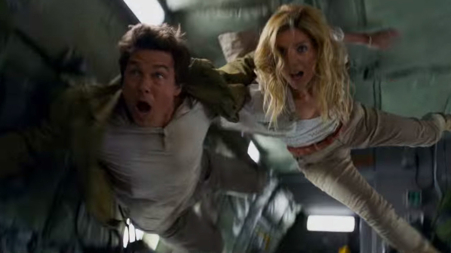 THE MUMMY Featurette Takes Us Behind the Scenes of the Zero G Plane Crash