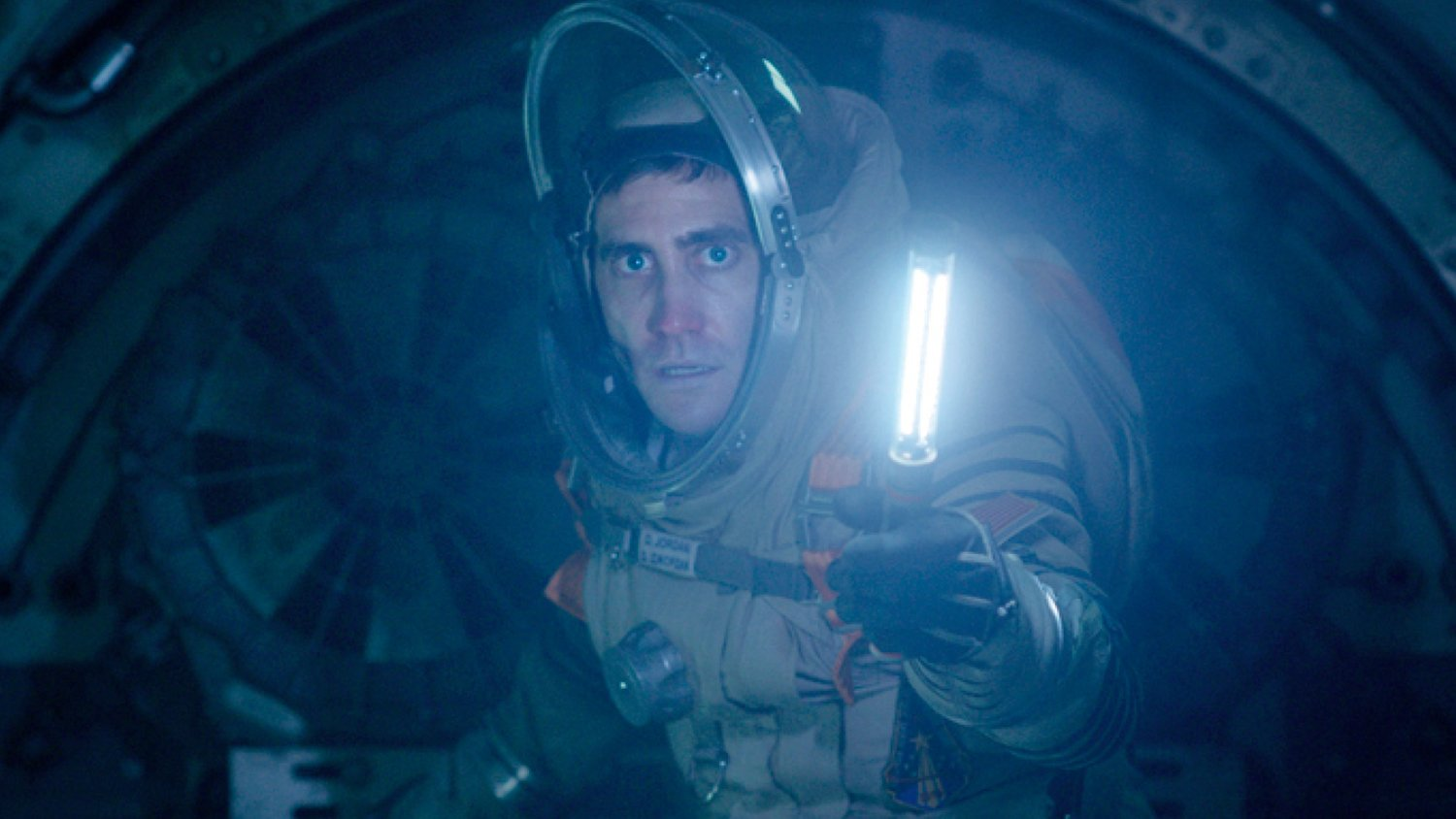 Review: LIFE Is a Captivating, Terrifying, and Entertaining Sci-Fi Film