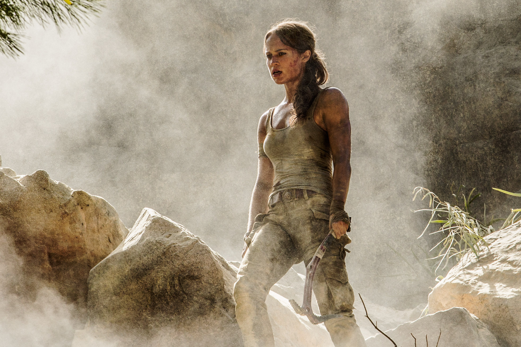 f4eff3ee6e1193 First Official Photos of Alicia Vikander as Lara Croft in TOMB ...