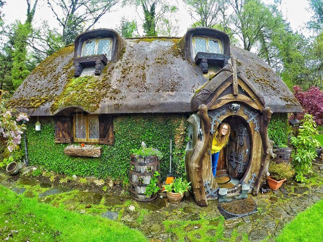 House In The Woods Part - 15: Uncles-hobbit-house-24.jpg