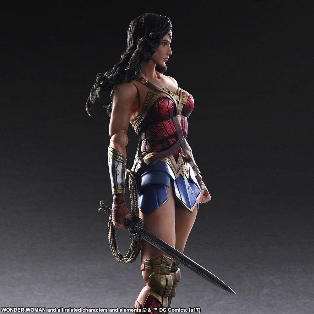Wonder-Woman-Play-Arts-Kai-004.jpg