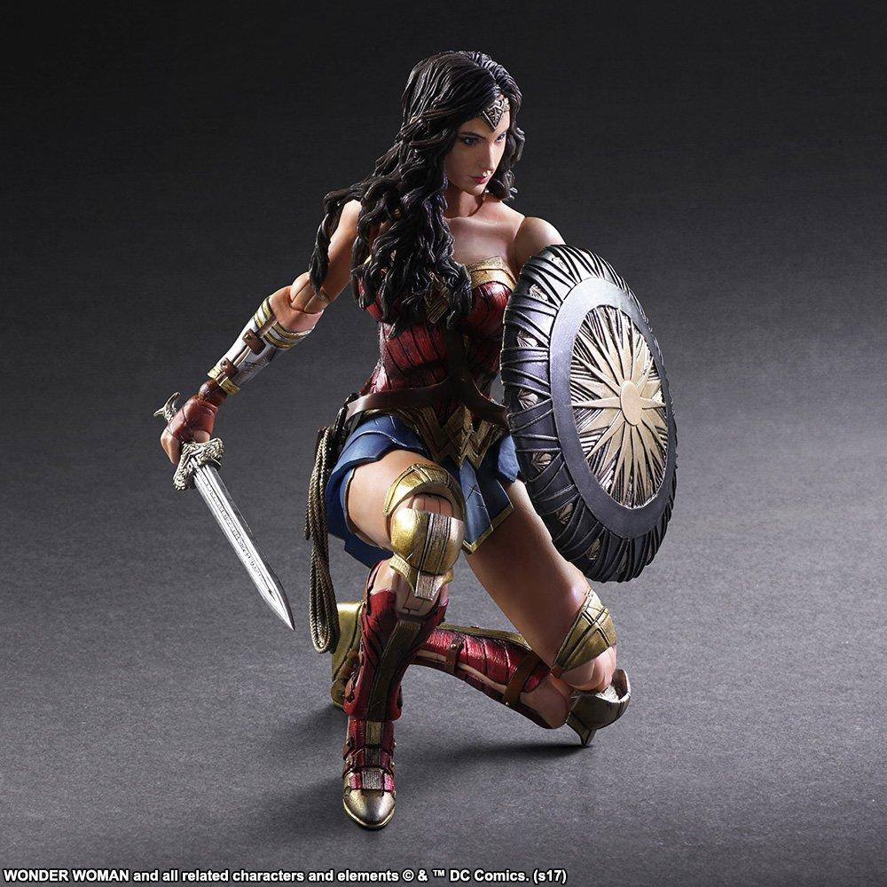 Wonder-Woman-Play-Arts-Kai-005.jpg