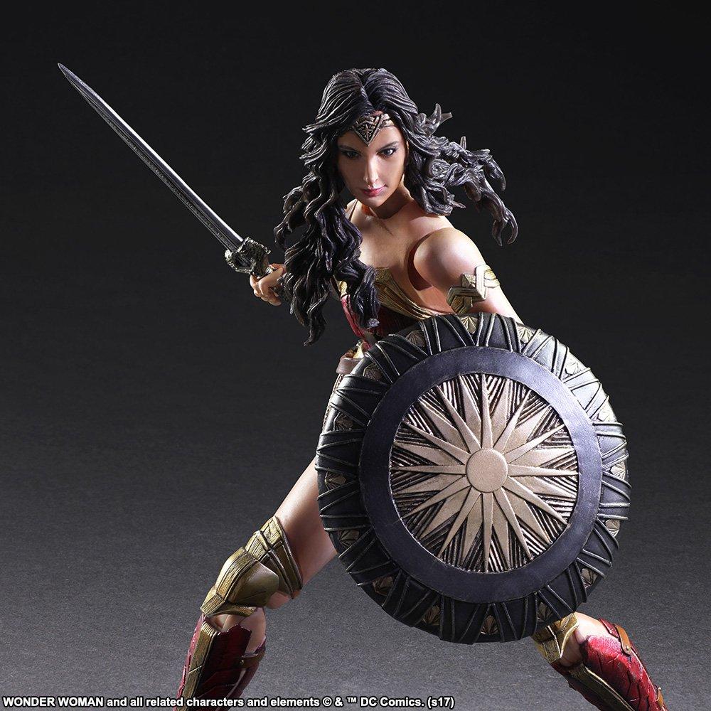 Wonder-Woman-Play-Arts-Kai-006.jpg