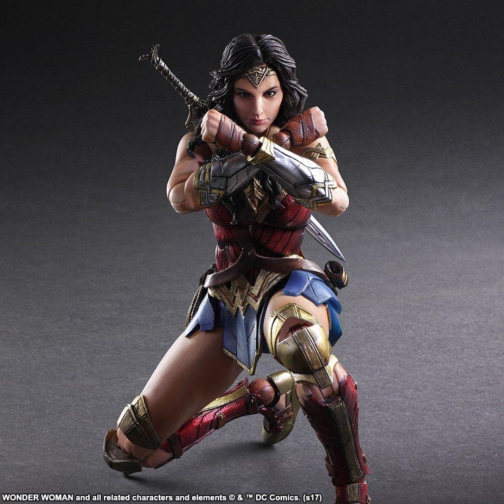 Wonder-Woman-Play-Arts-Kai-007.jpg