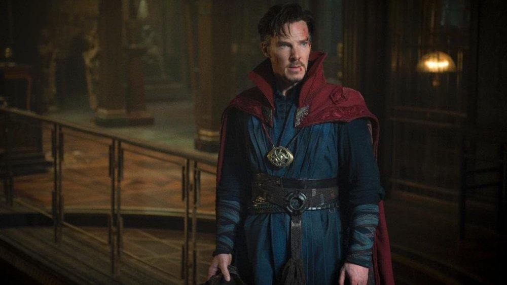 new-avengers-infinity-war-set-photos-surface-featuring-doctor-strange-and-ant-man-in-trouble-social.jpg