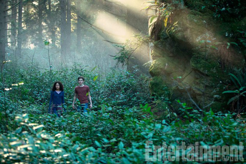 new-photos-released-for-disneys-a-wrinkle-in-time-feature-chris-pine-reese-witherspoon-mindy-kaling-and-more8