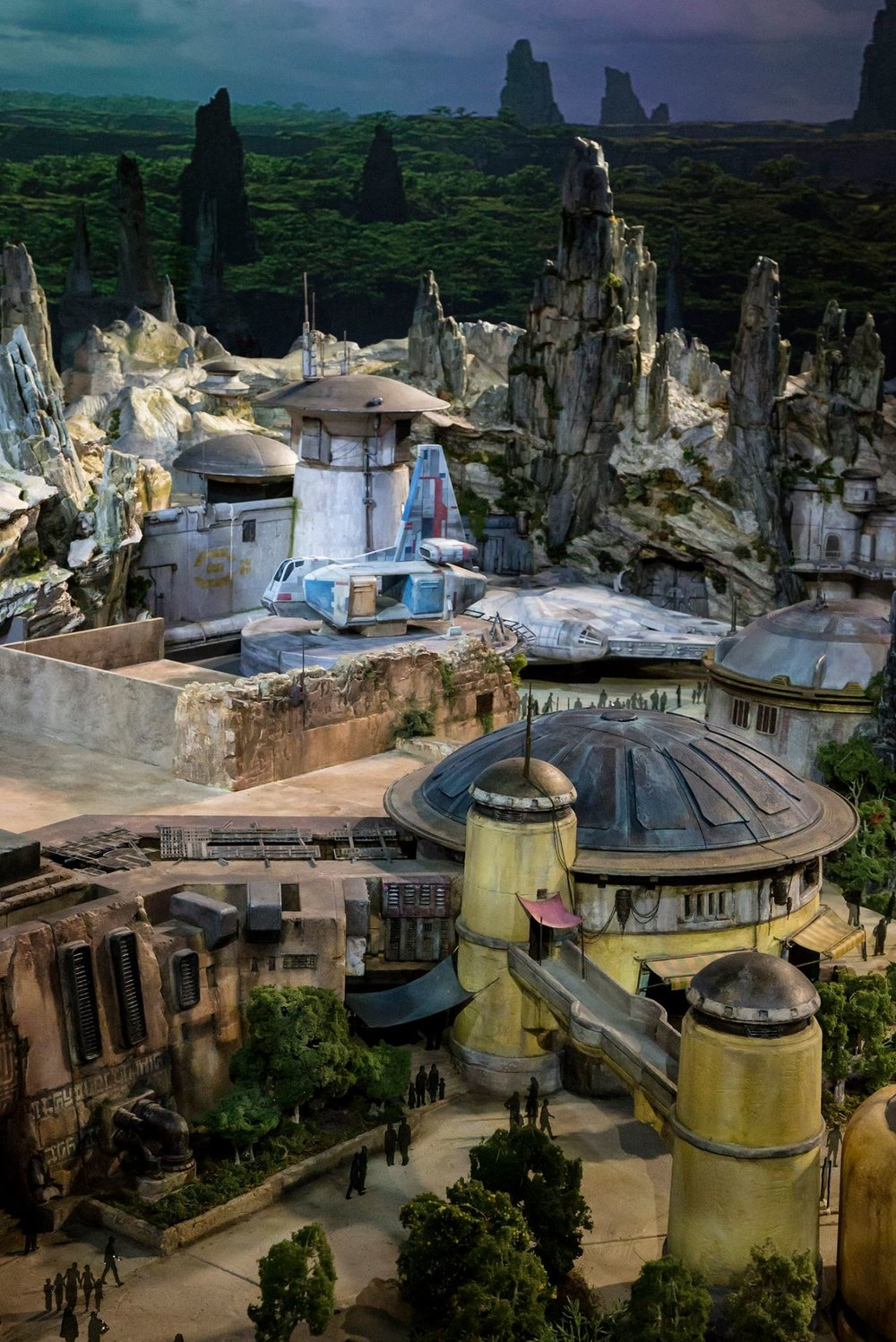 disney-reveals-incredibly-cool-full-star-wars-land-model-at-d23-expo3.jpeg