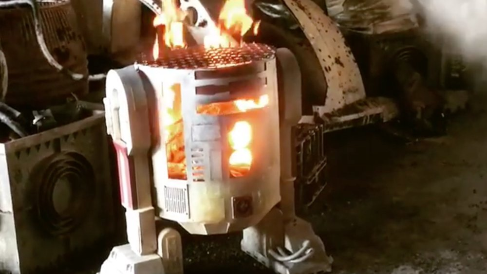 video-from-the-han-solo-movie-set-features-an-r2-unit-going-up-in-flames-social.jpg