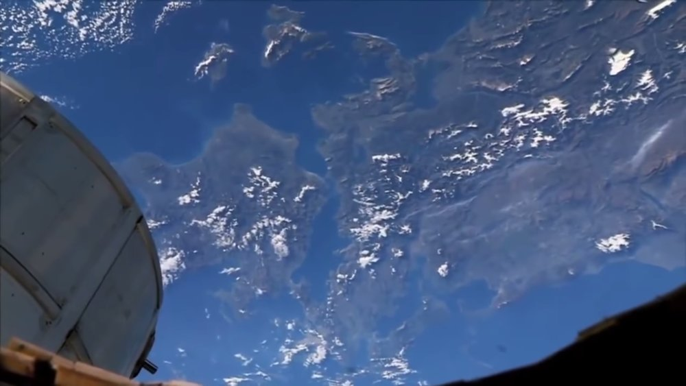 watch-astronauts-in-the-iss-point-out-popular-cities-from-space-social.jpg