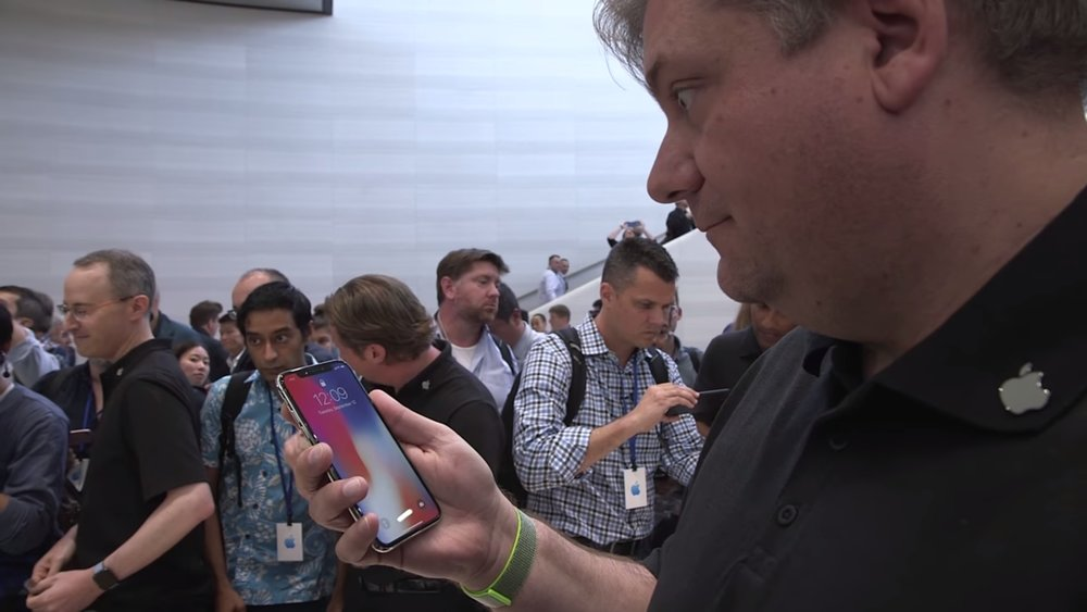 video-watch-the-iphone-x-in-action-and-see-if-you-wanna-spend-1000-to-own-one-social.jpg