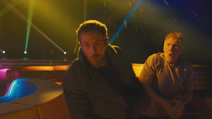funny-photo-of-harrison-ford-accidentally-punching-ryan-gosling-in-the-face-while-filming-blade-runner-2049