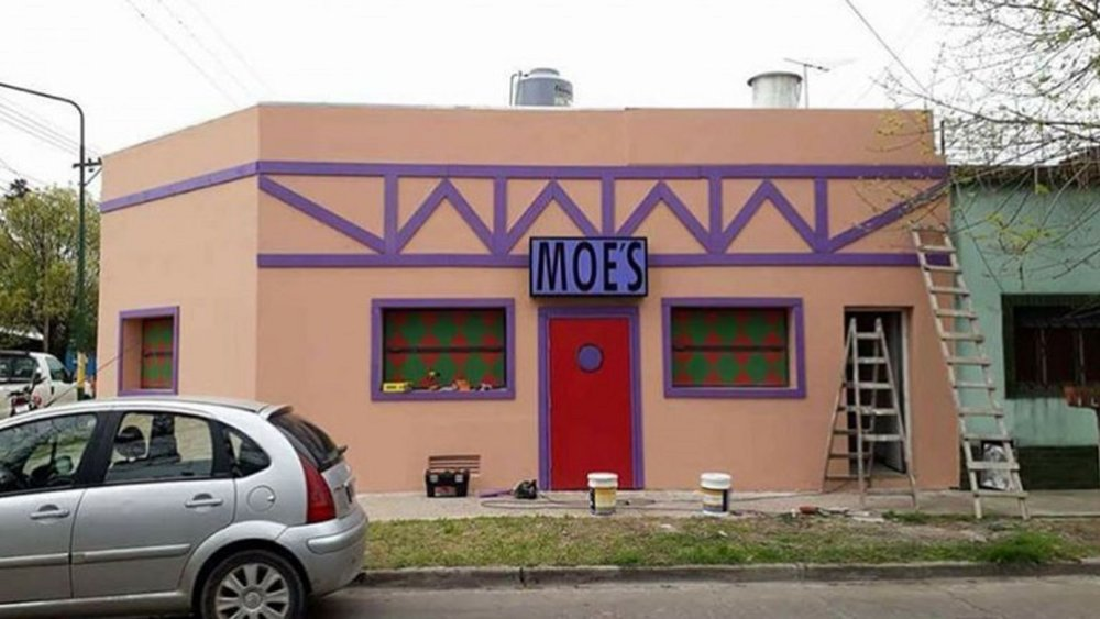 someone-in-argentina-is-building-a-moes-tavern-social.jpg