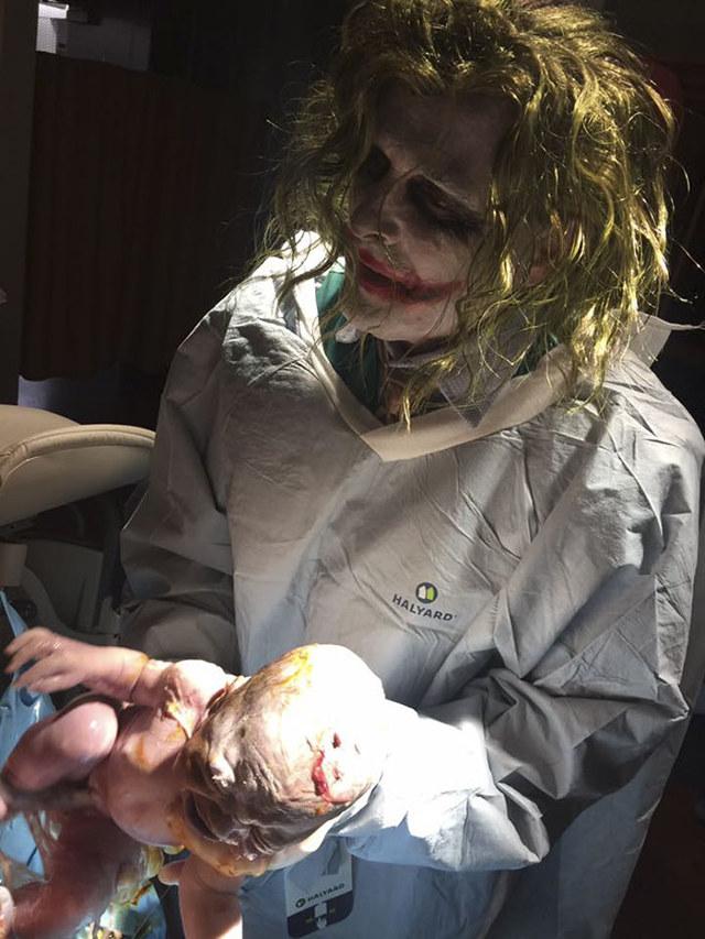 joker-delivers-baby-2.jpg