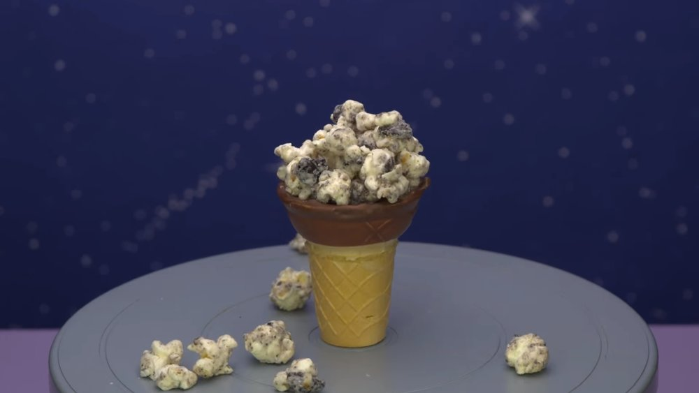 this-video-shows-you-a-remarkably-simple-way-to-make-cookies-and-cream-popcorn-social.jpg