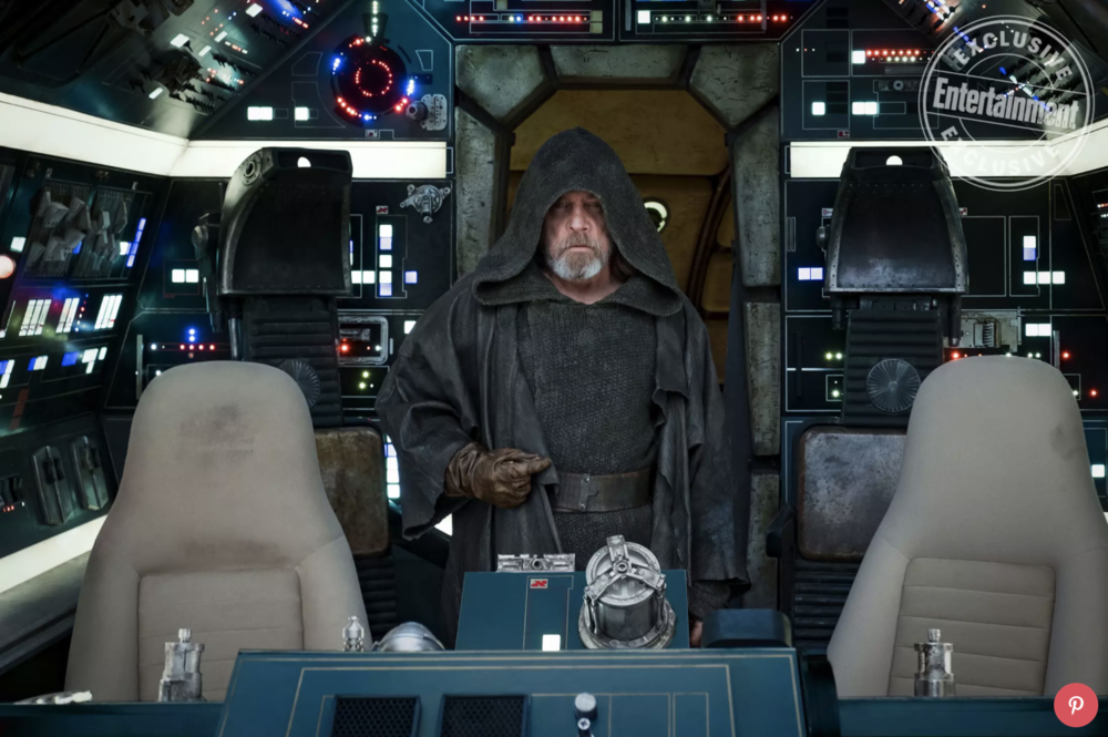 mark-hamill-talks-about-his-emotional-return-to-the-millennium-falcon-in-star-wars-the-last-jedi1