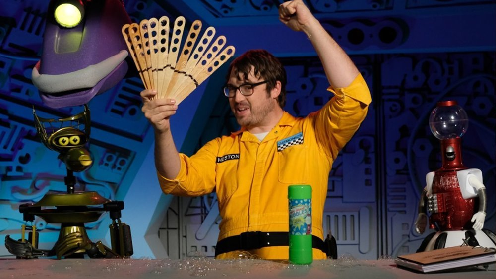 mystery-science-theater-3000-the-return-renewed-for-a-new-season-at-netflix-social.jpg