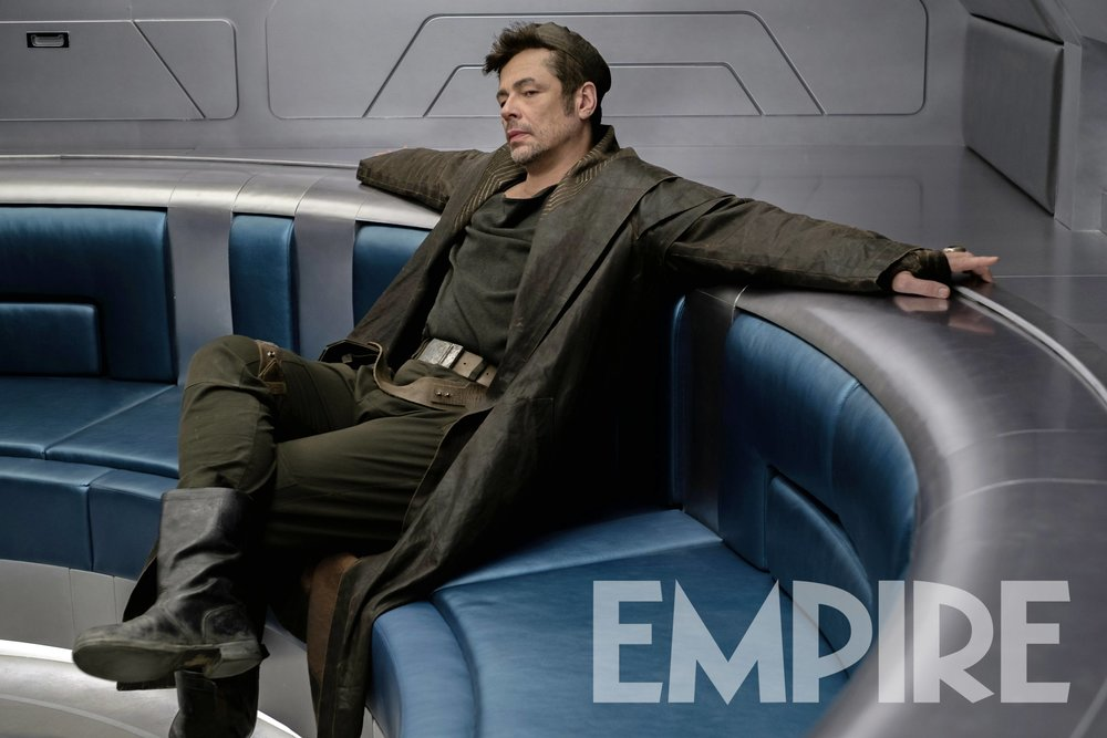 new-photo-of-benicio-del-toros-the-last-jedi-character-and-hes-described-as-a-being-like-a-knife1