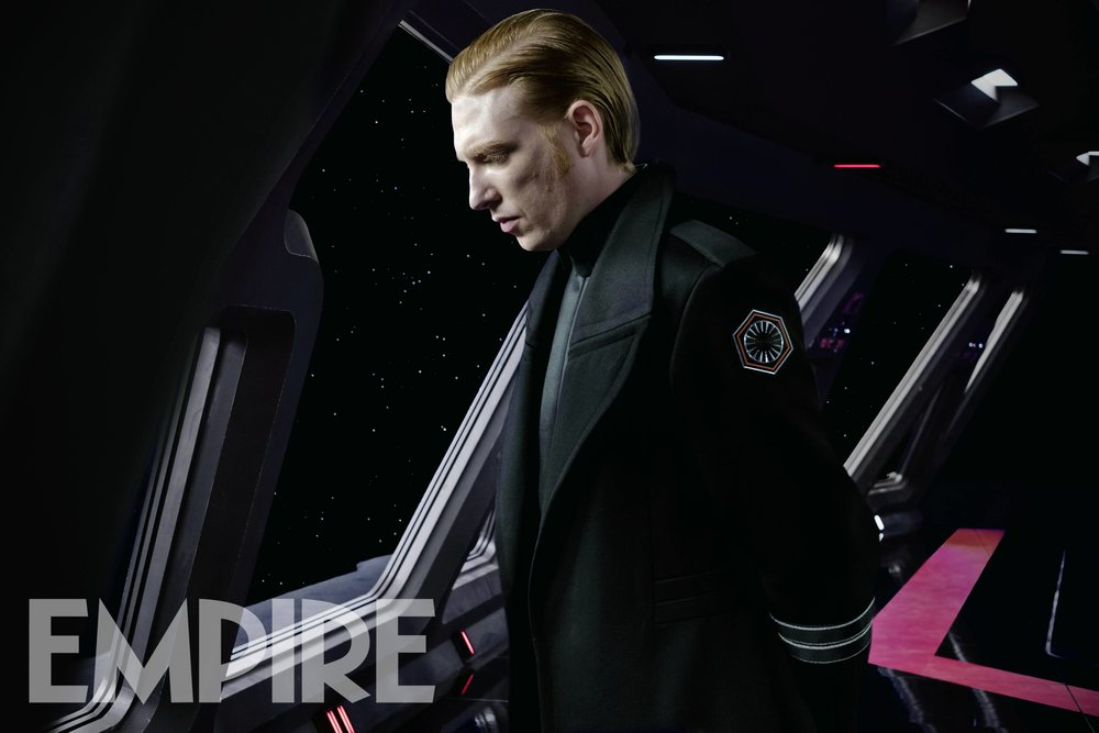 new-photo-of-general-hux-in-the-last-jedi-with-new-details-on-his-story-arc5