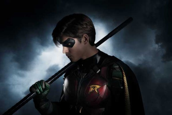 first-look-at-brenton-thwaites-as-robin-in-dcs-titans-series1
