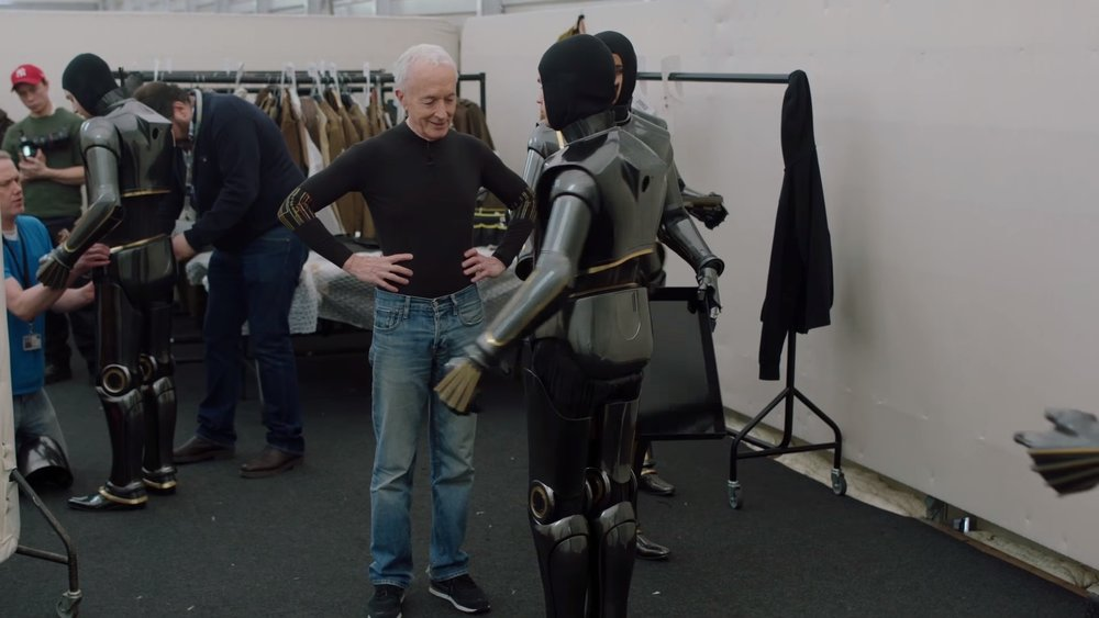 watch-anthony-daniels-teach-actors-how-to-be-droids-for-star-wars-the-last-jedi-social.jpg