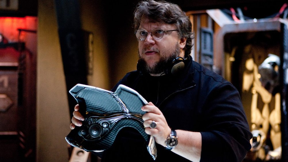 guillermo-del-toro-says-he-saw-a-ufo-and-he-wasnt-impressed-by-the-design-social.jpg