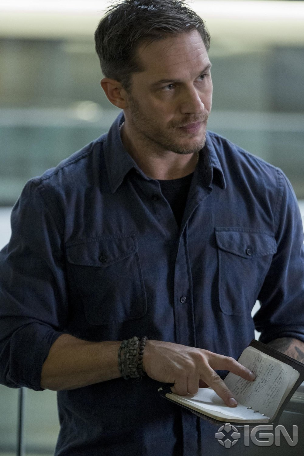 first-official-look-at-tom-hardy-as-eddie-brock-in-venom-and-the-movies-panel-video-from-brazil-comic-con1