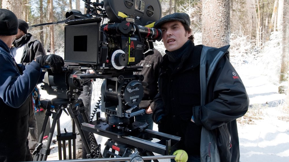 darkest-hour-director-joe-wright-is-set-to-helm-a-hitchcockian-style-thriller-called-the-women-on-the-window-social.jpg