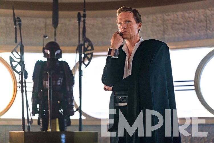 new-photo-from-solo-a-star-wars-story-features-paul-bettany-as-dryden-vos-and-a-new-mandalorian-character2
