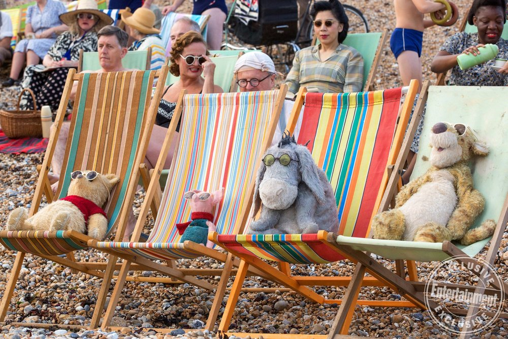 charming-new-photos-from-disneys-christopher-robin-shows-pooh-tigger-piglet-and-eeyore2