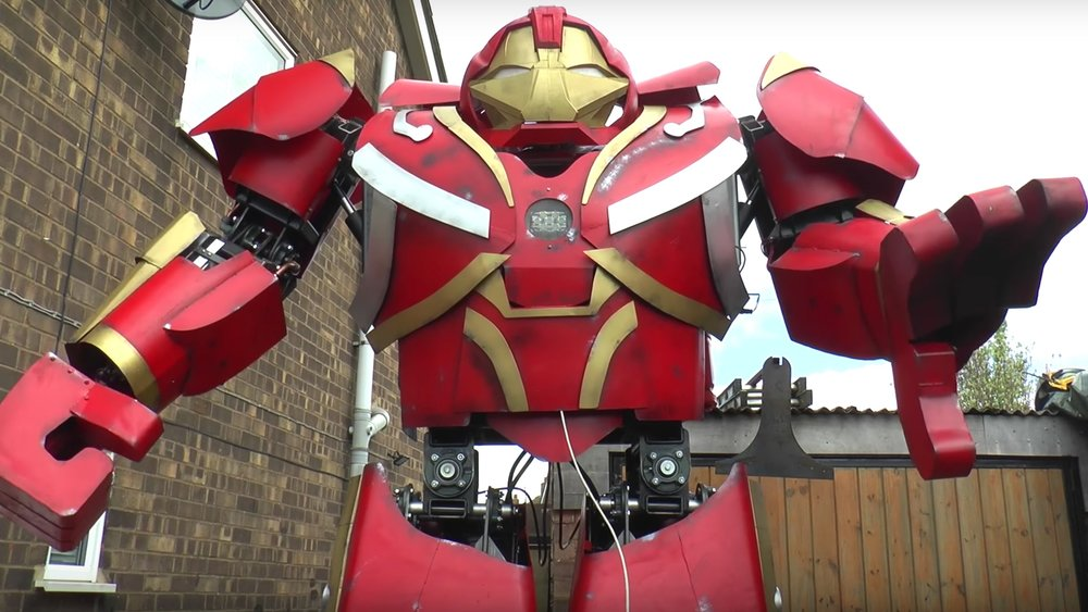 mad-british-inventor-colin-furze-built-a-functioning-11-foot-tall-suit-of-hulkbuster-armor-social.jpg