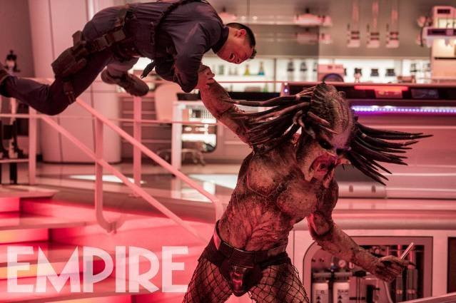 new-photo-from-the-predator-shows-the-alien-hunter-in-all-his-pissed-off-glory1