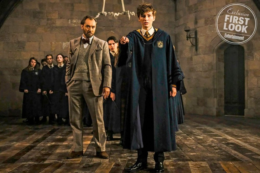 New Photos Surfaces From FANTASTIC BEASTS: THE CRIMES OF GRINDELWALD Features and Young Newt Scamander11