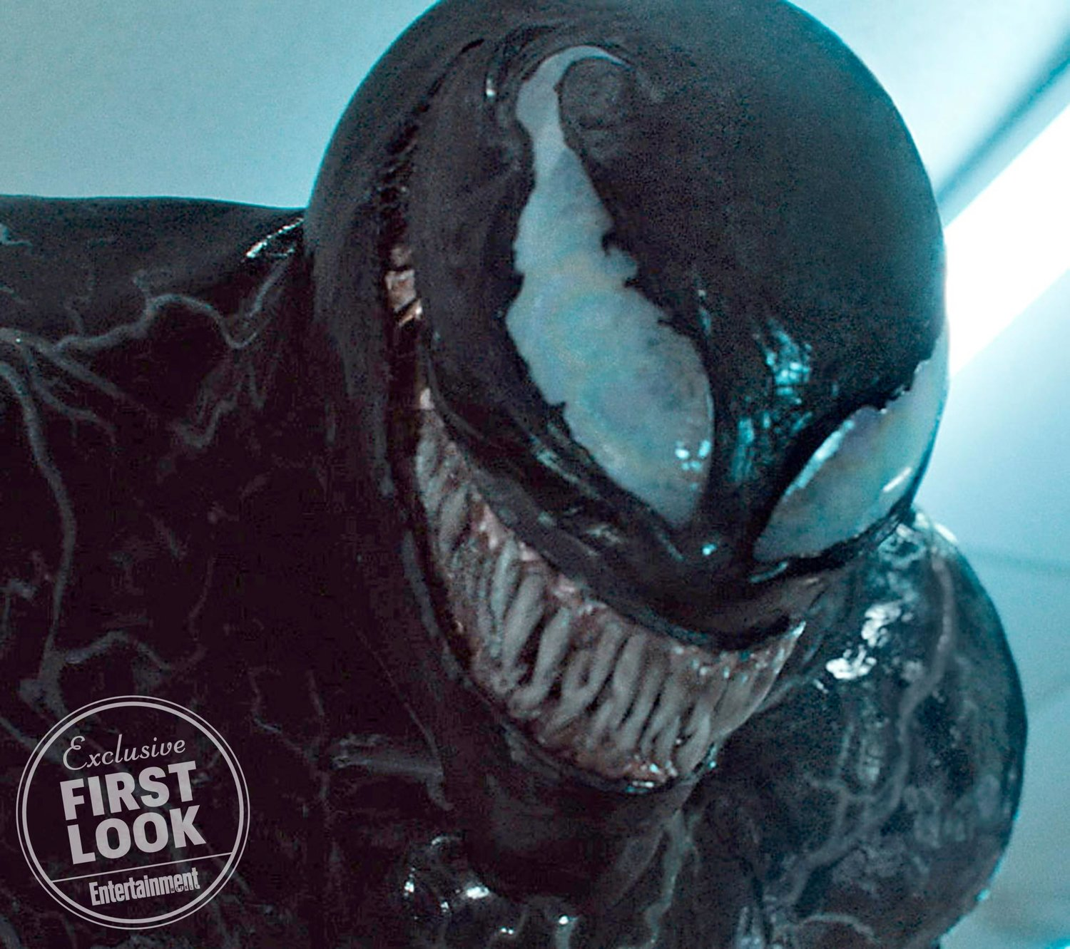 venom-is-shows-off-his-sinister-grin-in-new-photos-from-the-upcoming-film1