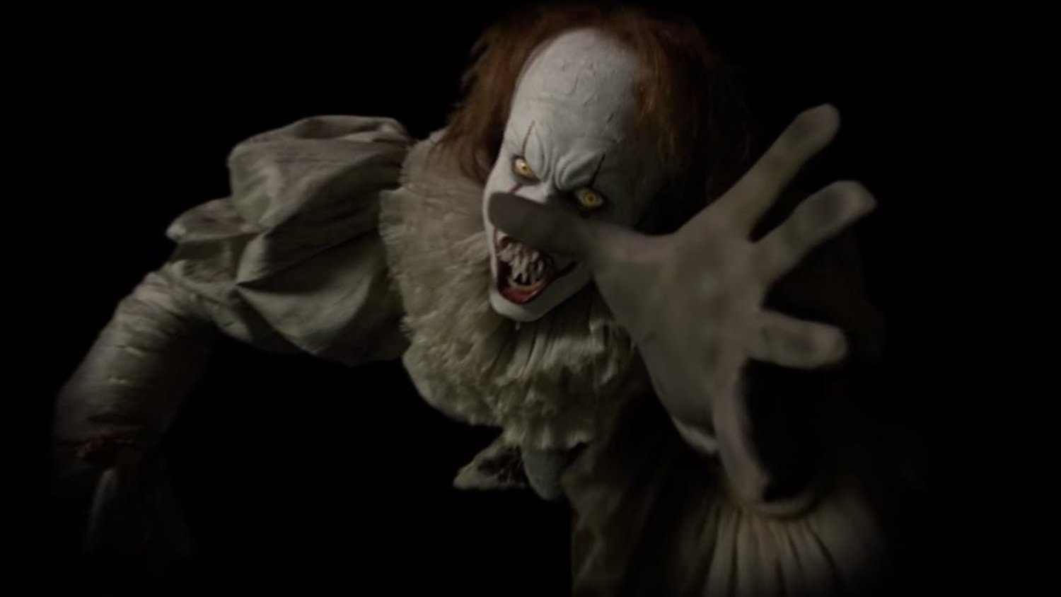 New Set Photo From IT: CHAPTER 2 Features Pennywise The Clown Being