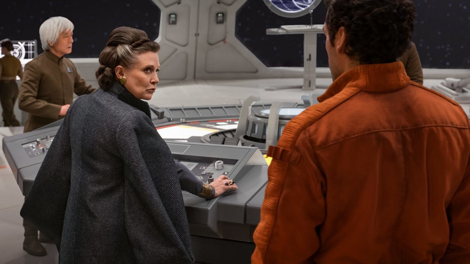 Oscar Isaac Says Carrie Fisher Is With Us While Filming Star Wars Episode Ix Geektyrant