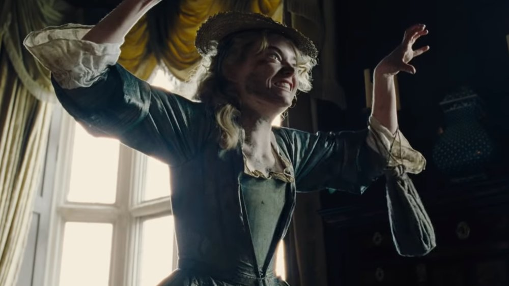 emma-stone-and-rachel-weisz-are-rivals-in-this-fun-and-crazy-trailer-for-the-favourite-social.jpg