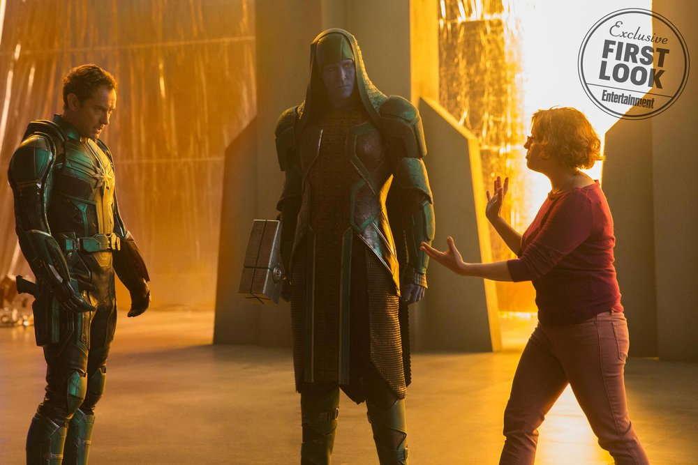 new-photos-from-captain-marvel-feature-the-skrulls-jude-law-as-mar-vell-nick-fury-starforce-command-and-more456