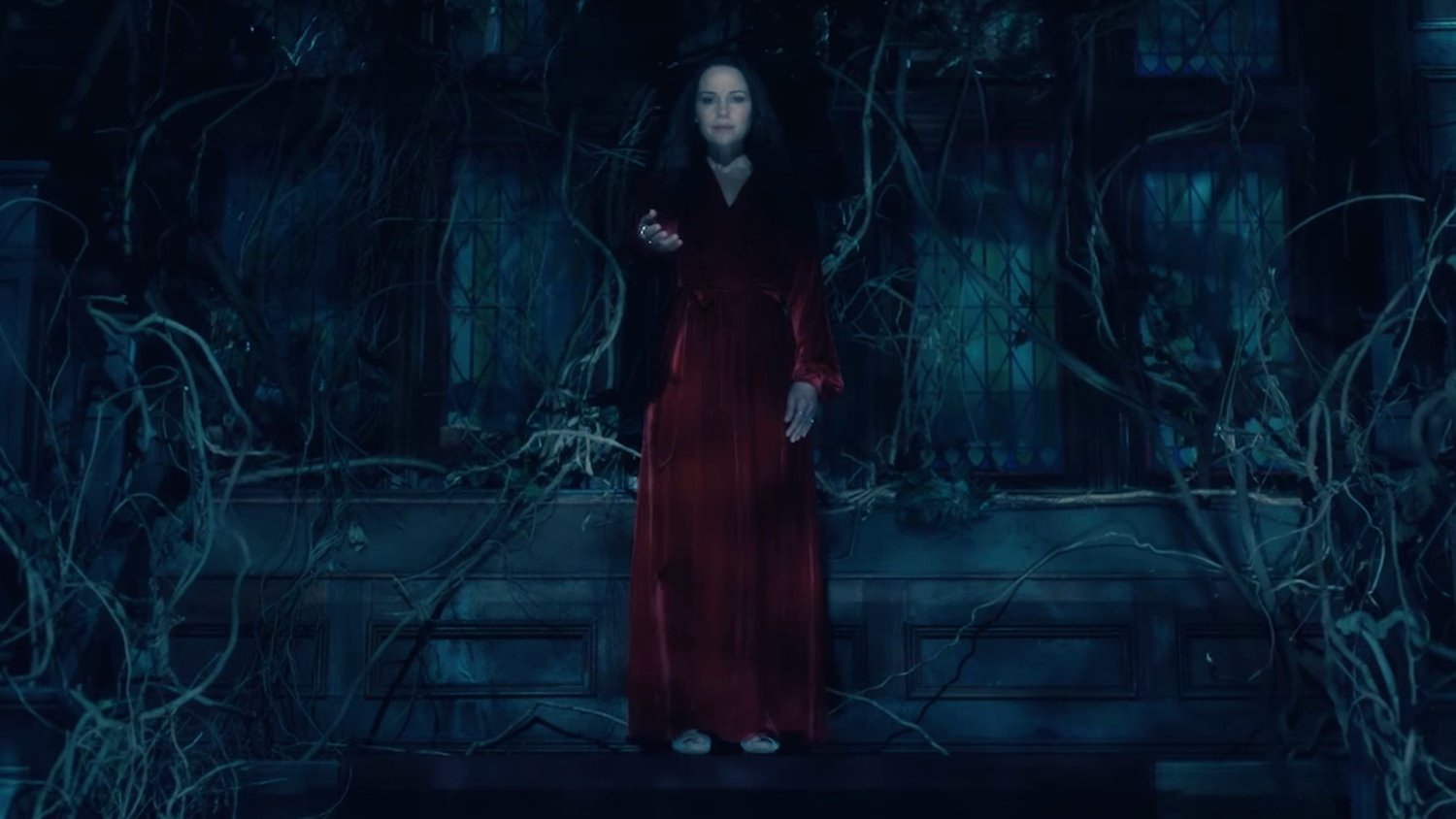 Awesomely Creepy Full Trailer For Netflix S New Horror Series The Haunting Of Hill House Geektyrant