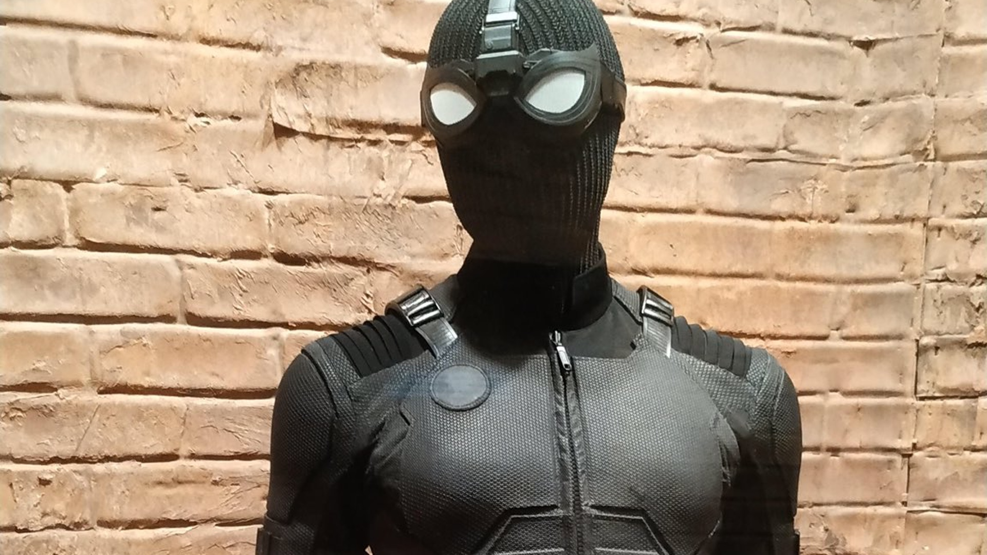 A Couple P Os Have Surfaced Of The New Costumes That Well See In Spider Man Far From Home They Include The Black Spider Man Costume That Weve Seen In